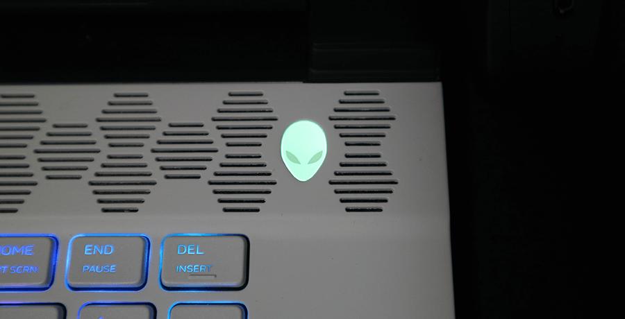 M15 電源ボタン